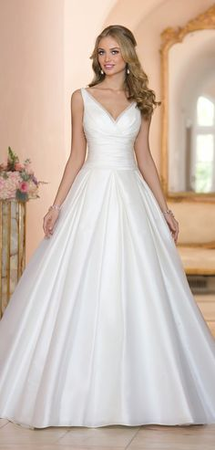 V-neck ball gown. Stella York Spring 2015 Bridal Collection. I love the straps. Could use some bling.