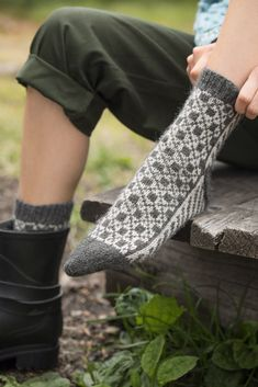 Søkeresultater for « Knitting Socks, Free Knitting, Knitting Patterns, Knit Socks, Mitten Gloves, Mittens, Zara Outfit, Cool Socks, Awesome Socks