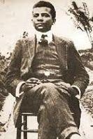 LIMA BARRETO:               Filho de escravos em um Brasil que lutava para abolir oficialmente a escravidão, Afonso Henriques de Lima Barreto teve oportunidade de boa instrução escolar, vindo a tornar-se jornalista e um dos mais importantes escritores e militantes da causa do País. Ainda jovem, aprendeu a trabalhar com tipografia e, em 1902, começou a contribuir para a imprensa brasileira, escrevendo para pequenos veículos de comunicação. Em jornais de maior circulação, começou a escrever em…