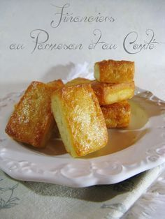 Salted financiers in Parmesan & Comté - Trend Pretty Cakes 2019 Vol Au Vent, Financier Cake, Parmesan, Cooking Time, Cooking Recipes, Muffins, Cake Packaging, Food Platters, Snacks