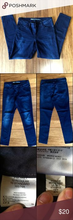 """Mid-Rise Indigo Laurel Heights Indigo blue rockstar jeans. Photographed lighter. 14"""" waist flat across and 28"""" inseam. EUC no rips or stains.🐸Ask about custom bundles for better discount.🐸 Old Navy Jeans Skinny"""