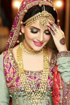 Dress Indian Wedding Bridal Makeup Ideas For 2019 Pakistani Bridal Makeup, Indian Bridal Fashion, Pakistani Bridal Dresses, Bridal Lehenga, Bridal Looks, Bridal Style, Black And Silver Eye Makeup, Indiana, Wedding Wear