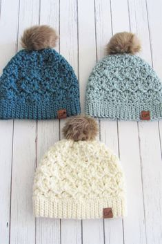 Try this free crochet chunky beanie pattern that is easy enough for beginners. The pattern comes in multiple sizes to fit toddlers, kids, and women. The crochet stitch is simple to work and has a gorgeous texture. Free Crochet Beanie| Crochet Hat Pattern| Chunky Crochet Hat| Diy Crochet Hat, Chunky Crochet Hat, Crochet Winter Hats, Crochet Baby Hat Patterns, Crochet Beanie Pattern, Crochet Quilt, Crochet Stitches, Free Crochet, Crochet Hat For Beginners