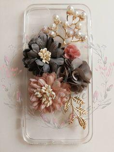HANDMADE PHONE CASE diy Elegant flowers phone case pearls Diy Phone Case, Phone Cases, Elegant Flowers, Handmade Items, Floral Wreath, Pearls, Accessories, Flower Crowns, Phone Case