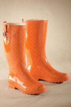 Botas de agua mujer Lots Of Dots Rainboot - Womens Chooka Boots, Rubber Rainboots, Polka Dot Rainboots Orange Outfits, Orange Clothes, Orange Is The New Black, Mode Orange, Polka Dot Rain Boots, Jaune Orange, Orange Aesthetic, Outfits Damen, Shoes
