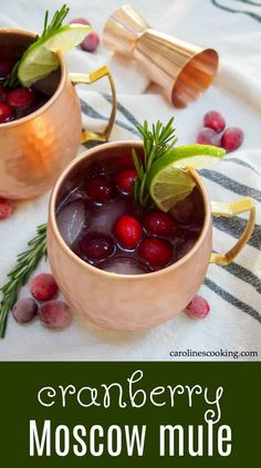 Moscow mule recipe Cranberry Moscow mule - Caroline's Cooking This cranberry Moscow mule is a simple seasonal twist on a classic cocktail, that can also easily be made as a mocktail. Perfect for a festive party! Cooking Cranberries, Apple Cider Mimosa, Cranberry Cocktail, Drinks Alcohol Recipes, Drink Recipes, Best Cocktail Recipes, Cranberry Recipes, Places