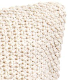 H&M Merino Wool Blanket, Throw Pillows, Crochet, Fashion Styles, Toss Pillows, Cushions, Decorative Pillows, Ganchillo, Decor Pillows