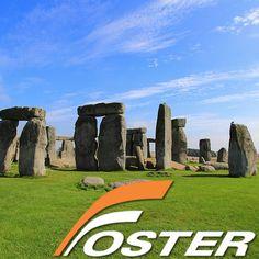 """Mucho se ha especulado sobre Stonehenge, pero pocas veces se han descrito los datos que a ciencia cierta se conocen sobre este enigmático lugar. ¿Cuando y como fue construido? ¿Cual era su utilidad? ¿Quienes han investigado su enigmático pasado? el pueblo sajón les recordaban las vigas en las cuales colgaban a los criminales, por lo cual empezaron a conocerlo como """"Stonehenge"""" (La horca de piedra o la piedra del colgado). www.fosterviajes.com — en Reino Unido."""