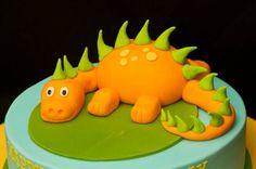 Gâteau d'anniversaire de enfant anniversaire de dinosaure