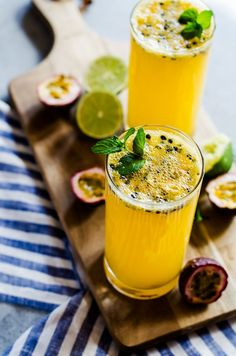 fun and tropical passion fruit mojito perfect for summer parties and BBQs! This simple cocktail recipe will be a new summer favorite! fun and tropical passion fruit mojito perfect for summer parties and BBQs! This simple cocktail recipe will be a new sum Fruit Mojito Recipe, Passion Fruit Mojito, Mojito Drink, Mint Mojito, Fruit Drinks, Yummy Drinks, Alcoholic Drinks, Beverages, Fruit Fruit