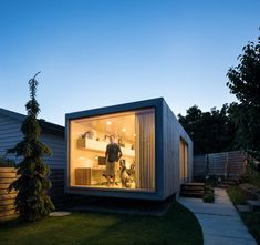 Backyard Architect Randy Bens Shipping container Office - Home Decorating Trends - Homedit Container Architecture, Container Buildings, Sustainable Architecture, House Architecture, Contemporary Architecture, Container Home Designs, Backyard Office, Garden Office, Home Office Design