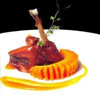 Muslo de faisán confitado y crujiente con papaya fresca y salsa de papaya - Cocina extremeña. Gastronomía de Extremadura - RedExtremadura.com