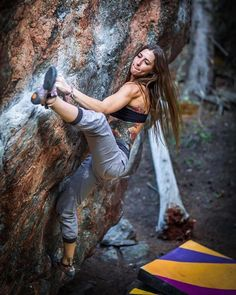 Get comfortably and optimistically in the preferred patterns from Mountain climbing ladies collection. Climbing Outfits, Climbing Girl, Climbing Clothes, Sport Climbing, Rock Climbing Workout, Mountain Climbing, Mountain Biking, Poses, Parkour