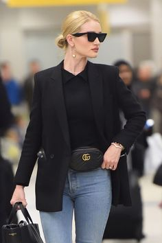 Image about rosie huntington whiteley in street style. Rosie Huntington Whiteley, Casual Chic, Cute Dresses, Cute Outfits, Work Outfits, Chanel, Current Fashion Trends, Business Casual Outfits, Summer Outfits Women