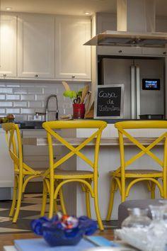 Decoração da minha cozinha no detalhe, as cadeiras amarelas; Casa de Valentina