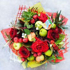 round rose bouquet with apples
