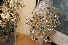 Christmas Wreaths, Holiday Decor, Diy, Vitis Vinifera, Christmas Tree, Stars, Beads, Christmas, Creative