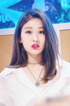190329 | cr: lips are moving Girl Short Hair, Short Girls, Kpop Girl Groups, Kpop Girls, Medium Hair Styles, Short Hair Styles, Jeon Somi, Girls Dpz, Celebs
