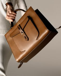 Leather handbags are considered classic. They are very versatile—able to dress up just about any outfit from jeans to a designer suit. And even though leather can be expensive Big Purses, Purses And Handbags, Cheap Handbags, Cheap Purses, Ladies Handbags, Large Purses, Wholesale Handbags, Luxury Purses, Luxury Handbags
