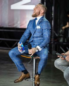 The Top notch Fight coming up, Aug 26 Wonderful notch 1 buttom suit by 👏🏽👏🏽👏🏽 Conor Mcgregor Suit, Mcgregor Suits, Connor Mcgregor, Casual Look For Women, Smart Casual Men, Business Mode, Business Fashion, Business Suits, Mens Fashion Suits