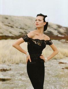 Shalom Harlow - Chanel Campaign 1996 Photo Karl Lagerfeld Kleider,  Schwarzes Spitzenkleid, Schwarze Spitze dd4d5a1f7e