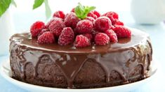 Chocolate and cheesecake? This decadent dessert is simply too mouth-watering to resist. Köstliche Desserts, Delicious Desserts, Dessert Recipes, Mini Cheesecake, Cheesecake Recipes, Chocolate Raspberry Mousse Cake, Chocolate Cake, Raspberry Cake, Chocolate Chips