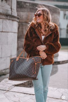 Fake Fur, Louis Vuitton Neverfull, Outfit, Tote Bag, Bags, Fashion, Outfits, Handbags, Moda