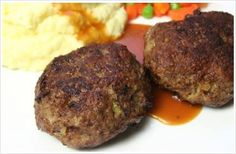 South-Africa - Frikkadels: South African braised meat balls – is a popular comfort food. This easy recipe will give you great results every time. Thanks to Just Easy Recipes Mince Recipes, Meatball Recipes, Beef Recipes, Cooking Recipes, Easy Recipes, Braai Recipes, Curry Recipes, Chicken Recipes, South African Dishes