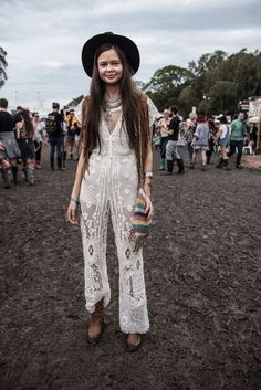 If you are searching for a festival wear, find a selection of summer festival outfits for women. This season adopt the boho festival look. Coachella Festival, Festival Mode, Music Festival Outfits, Festival Fashion, Forest Festival, Edm Festival, Outfits With Hats, Boho Outfits, Spring Outfits