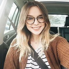 55 Acacia Brinley Hair Inspiration Looks Simple at Every Opportunity Glasses Outfit, Cute Glasses, Wearing Glasses, Girls With Glasses, Girl Glasses, Glasses Frames Trendy, Acacia Brinley, Acacia Clark, Buckle Outfits