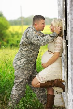 Swept Away Photography-Indianapolis-military maternity portrait