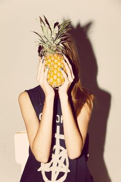 """Flamingos and Pineapples """"Fenicotteri e ananas. Hipster Photography, Fashion Photography, Photo Portrait, Portrait Photography, Tumblr Gril, Metallic Look, Good Vibe, Foto Casual, Artsy Photos"""