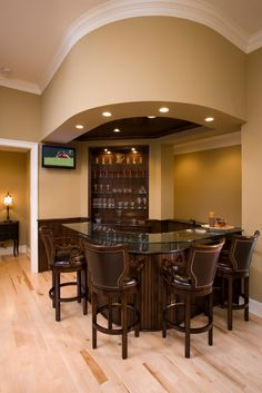 Do you want to live modern and have a modern home bar design at your home? If you are a type who want to spend an enjoyable time with friends, a home bar is one of solutions for you. Rustic Basement Bar, Small Basement Bars, Wet Bar Basement, Basement Bar Plans, Basement Bar Designs, Basement Ideas, Flooded Basement, Modern Basement, Playroom Ideas