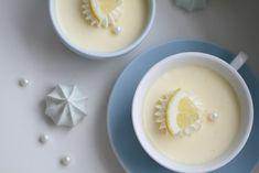 Hei alle sammen ♥ Håper dere alle nyter av helgen. Noe av det beste jeg vet er dessert etter en deilig middag når det er helg. Ser alltid fram til det. Som oftest blir det deiligFransksjokolademousséeller encrèmebrulee, men idag ble det en super enkel dessert som ergjorti løpet av 5 minutter. Lemon Cream Pots, en