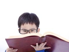Looking for easy Chinese reading practice? These reading resources are split into three groups: material for novice, intermediate and advanced students. Which book will you read in Chinese first? Teaching Activities, Teaching Kids, Spanish Language Learning, Foreign Language, Chinese Book, Chinese Writing, Learn Chinese Characters, Learn Spanish Free, Mandarin Language