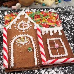 Christmas Cookies Kids, Christmas Gingerbread House, Cookies For Kids, Christmas Snacks, Xmas Food, Christmas Cooking, Holiday Cookies, Christmas Holidays, Christmas Tree Brownies