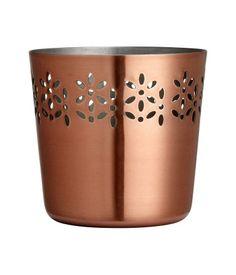 H&M Home'un uygun fiyatlı ürünlerinden biri  Küçük Metal Saksı 19,95 TL