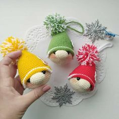 FREE crochet Christmas gnome ornament pattern The gnome Christmas tree ornament is a free crochet pattern for a cute and easy Christmas decoration! The finished size of gnome amigurumi is 10 cm Gnome Ornaments, Crochet Ornaments, Crochet Crafts, Free Crochet, Crochet Snowflakes, Free Knitting, Beginner Knitting, Crochet Christmas Decorations, Christmas Crochet Patterns