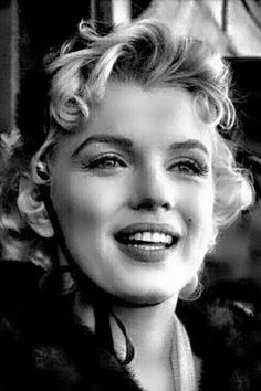 Marilyn Monroe on the set of Bus Stop. Estilo Marilyn Monroe, Norma Jean Marilyn Monroe, Marilyn Monroe Artwork, Marilyn Monroe Portrait, Hollywood Glamour, Old Hollywood, Art Visage, Actrices Hollywood, Norma Jeane