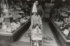 Gift of Alan and Michael Chasanoff. © The Estate of Garry Winogrand, courtesy Fraenkel Gallery.