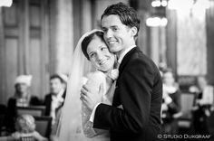Trouwfoto bruidspaar in gemeentehuis Rotterdam