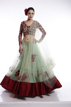 Perfect sister of the bride/groom lehenga to wear for cocktail or reception night party. Floral Dress Design, Green Lehenga, Bride Sister, Half Saree, Elegant Outfit, Indian Designer Wear, Indian Dresses, Traditional Outfits, Indian Fashion