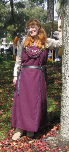 Love the colour of the apron dress, especially with the grey underdress.