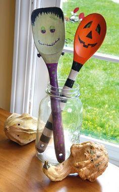 Cute Halloween kitchen decor + craft ideas with the kids.