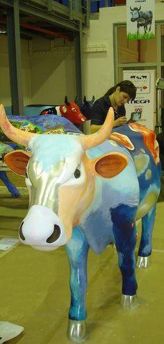 "ACHIEVEMENTS ΔΙΑΚΡΙΣΕΙΣ-ΒΡΑΒΕΙΑ ΔΙΑΚΡΙΣΕΙΣ-ΒΡΑΒΕΙΑ Διεθνής έκθεση ""Cow Parade Athens '06"" με το γλυπτό της συμπαντικής αγελάδας , χορηγός ΔΕΛΤΑ Cow Parade - Athens .  Αrt event ""Cow Parade Athens '06"".Sculpture: Simpantiki Agelada (Cosmic Cow) Sponsor: DELTA Cow Parade - Athens."