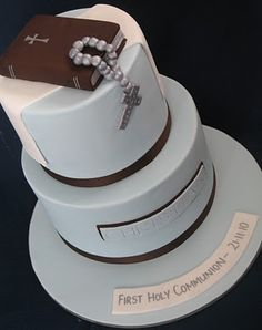 Again a popular Holy Communion design for boys - adapted to two tiers and larger numbers. I love the simplicity and colours of this design. Boy Communion Cake, First Holy Communion Cake, Christian Cakes, Christian Food, Fondant Cakes, Cupcake Cakes, Bible Cake, Religious Cakes, Confirmation Cakes