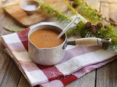Klassisk saus til kalkun Moscow Mule Mugs, Kitchen Appliances, Tableware, Ethnic Recipes, Food, Diy Kitchen Appliances, Home Appliances, Dinnerware, Domestic Appliances