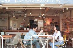オープンカフェで話す若いカップル (c)PRESS AND ARTS/a.collectionRF