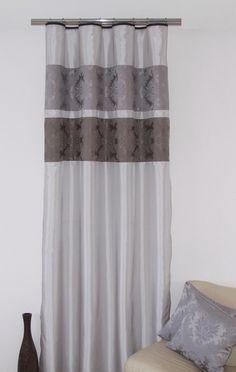 Luxusní stříbrný závěs k přehozu se šedým motivem