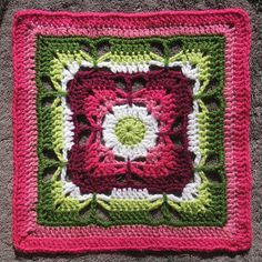Butterfly Garden Granny Square by rebby on Ravelry. DIY with the free pattern from Chris Simon on Scribd.
